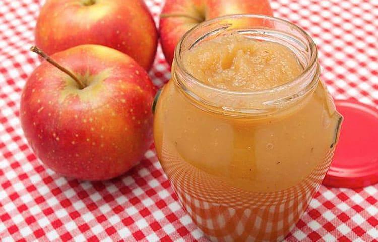 Bizcocho de manzana y mermelada de melocotón