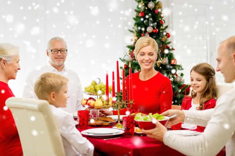 Decorar la mesa para las fiestas navideñas