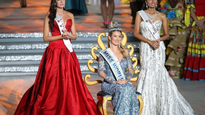Mireia Lalaguna se hace con el título de Miss Mundo haciendo trampas