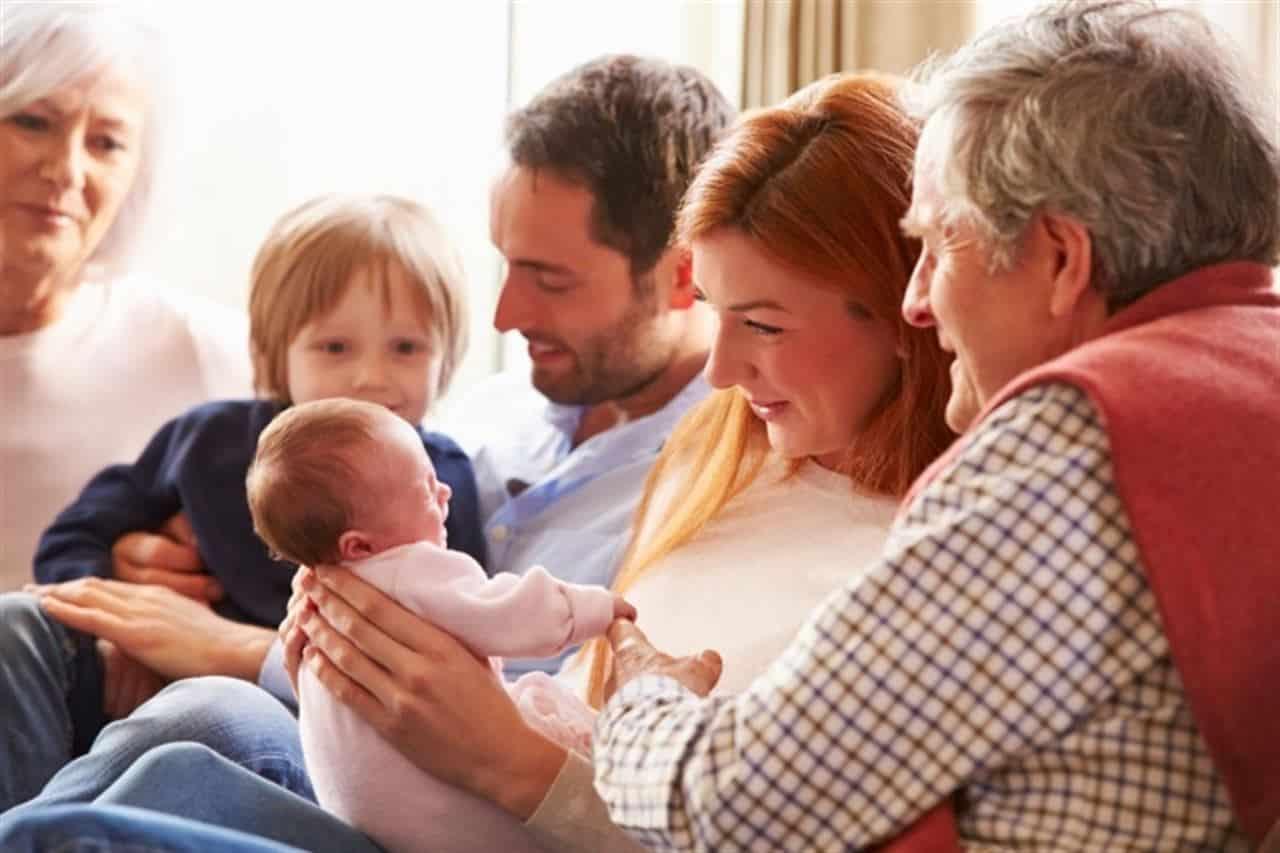 Visitar a un recién nacido y a su familia