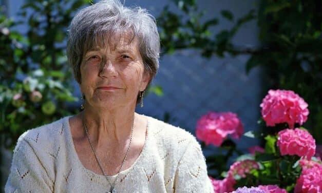 Cómo elegir a una cuidadora para cuidar de tus personas mayores